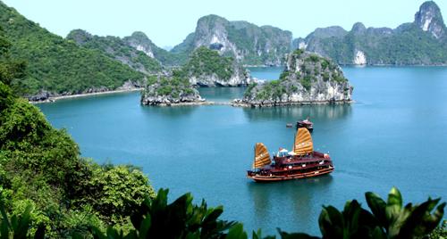 Vịnh Hạ Long được Unesco công nhận là kỳ quan thiên nhiên thế giới.