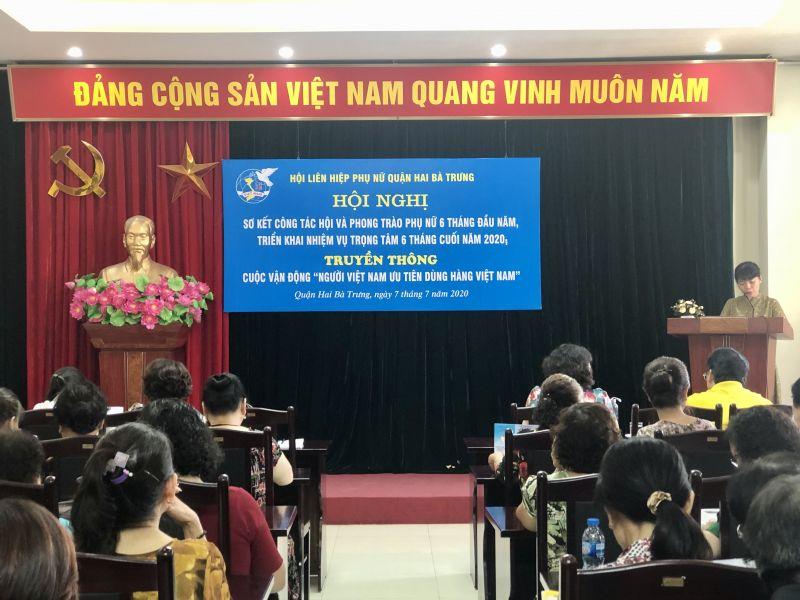 Đ/c Phan Thị Minh Hòa, Phó Chủ tịch Hội LHPN quận Hai Bà Trưng trình bày Báo cáo đánh giá công tác Hội và phong trào phụ nữ 6 tháng đầu năm, triển khai nhiệm vụ trọng tâm 6 tháng cuối năm 2020.