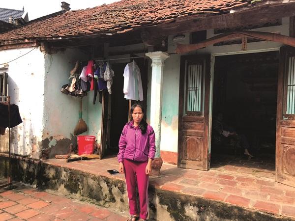 Chị Đỗ Thị Nguyệt ở thôn Lương Sơn, xã Đông Sơn bị ung thư vú được chị Bình giúp đỡ