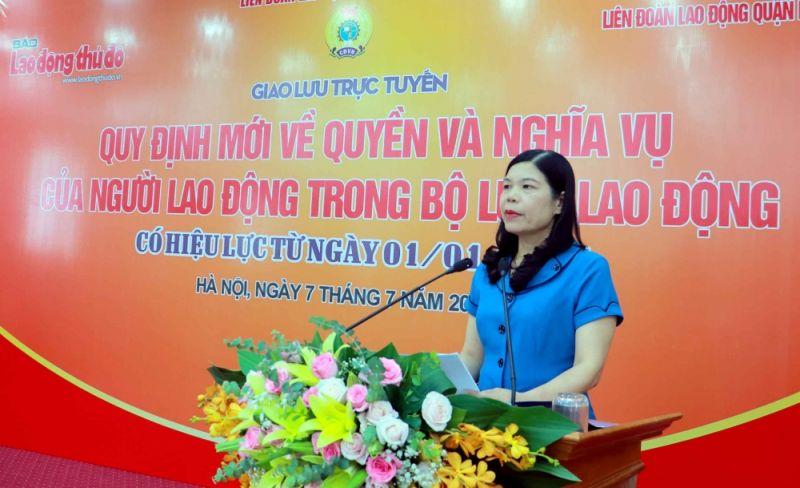 Phó Chủ tịch thường trực Liên đoàn Lao động thành phố Hà Nội Đặng Thị Phương Hoa đánh giá cao ý nghĩa thiết thực của buổi giao lưu trực tuyến vì đã góp phần nâng cao kiến thức pháp luật cho người lao động