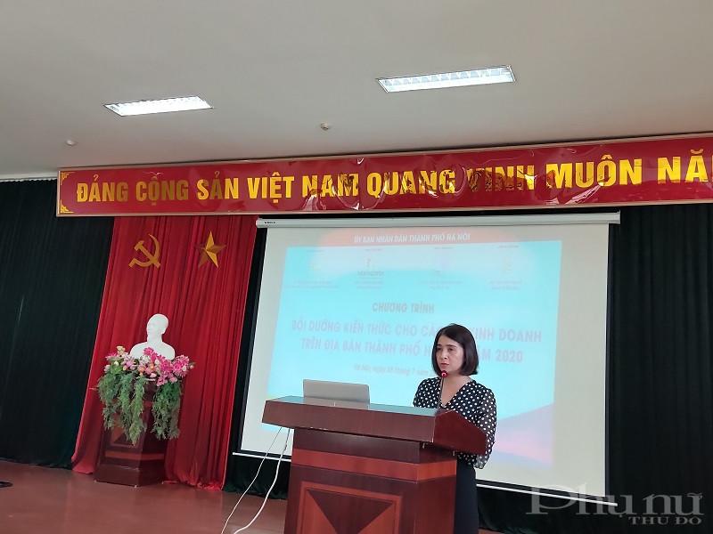Đồng chí Nguyễn Lệ Hằng- Chủ tịch Hội LHPN quận Hoàng Mai phát biểu tại lớp bồi dưỡng