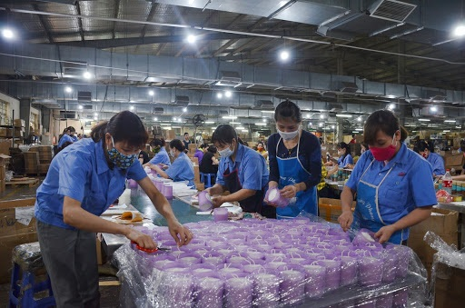 Sau Luật Cán bộ, công chức và Luật Viên chức, người lao động sẽ chịu tác động bởi Bộ luật Lao động 2019 sửa đổi áp dụng ngày 1/1/2021.