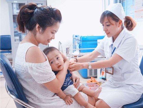 Chủ động tiêm vắc-xin cho trẻ là cách tốt nhất phòng ngừa các bệnh truyền nhiễm.
