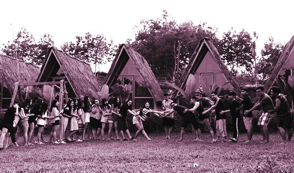 Các hoạt động vui chơi tập thể kết nối các thành viên tạo nên sự hấp dẫn của chuyến đi dã ngoại