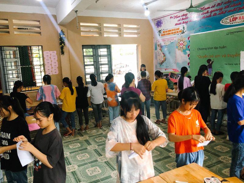 """Hoạt động tập thể của học sinh Hà Giang trong chặng tập huấn """"Quyền trẻ em và truyền thông về QUYỀN trẻ em"""" của dự án"""
