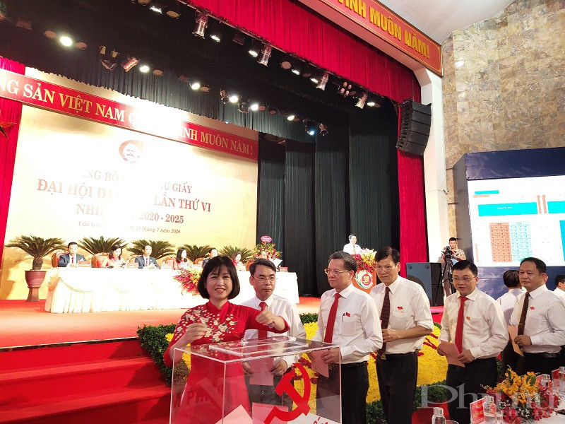 Đại hội tiến hành bỏ phiếu bầu BCH đảng bộ quận khóa VI