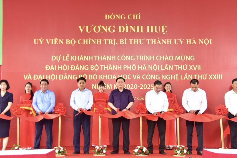 Đ/c Bí thư Thành ủy Hà Nội dự lễ khánh thành công trình tại KCNC Hòa Lạc.