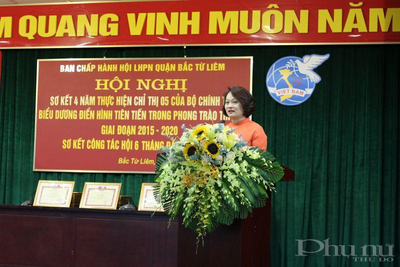 Đồng chí Phạm Thị Thanh Hương _Phó Chủ tịch Hội LHPN Hà Nội phát biểu chỉ đạo hội nghị