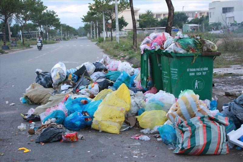 Rác đang trở thành vấn nạn gây ô nhiễm môi trường tại các thành phố lớn.