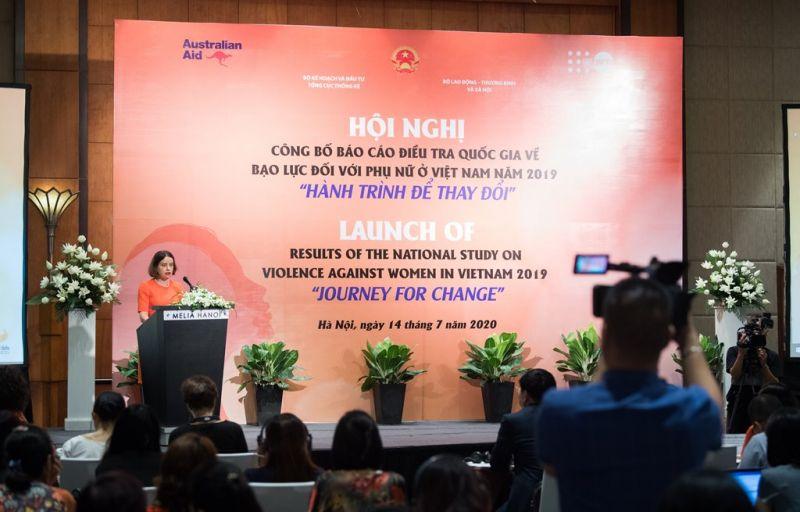 Đại sứ Australian Robyn Mudie phát biểu tại Hội nghị công bố Báo cáo điều tra quốc gia về bạo lực đối với phụ nữ ở Việt Nam – Hà Nội ngày 14/7/2020