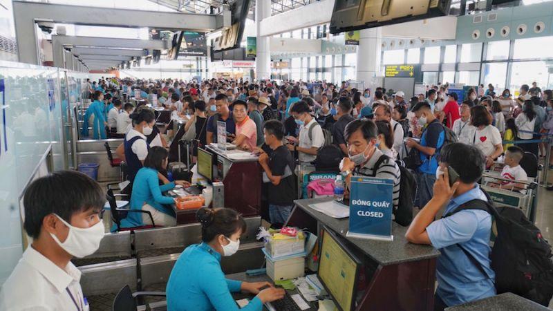 Cảng hàng không quốc tế Nội Bài mở tối đa các quầy check - in phục vụ hành khách.