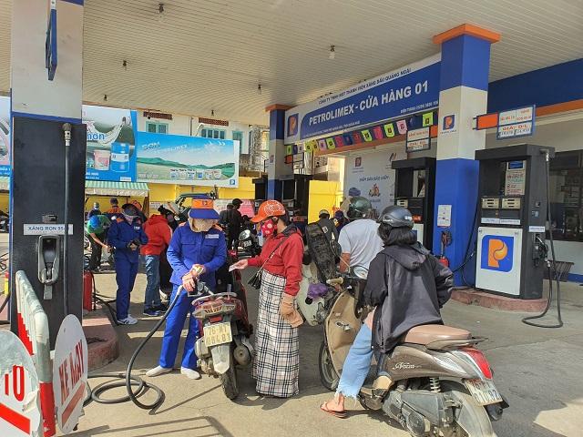 Trạm xuất bán sản phẩm bằng đường bộ của NMLD Dung Quất.