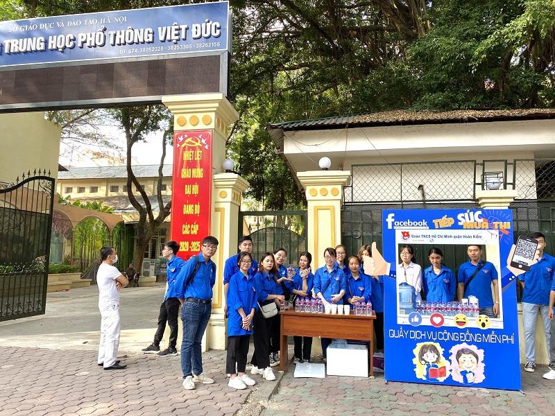 Các tình nguyện viên tham gia chương trình tại quận Hoàn Kiếm