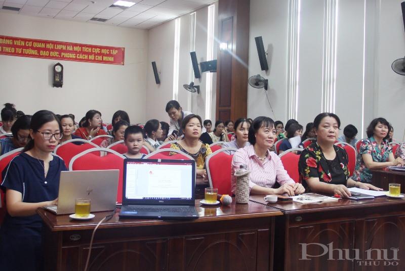 Đông đảo hội viên Hội LHPN các quận, huyện của Hà Nội tham dự hội thảo tập huấn.