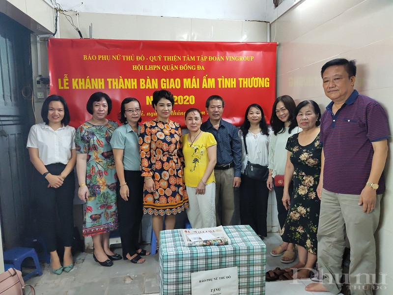 Các đại biểu đến chia sẻ niềm vui trong lễ khánh thành bàn giao