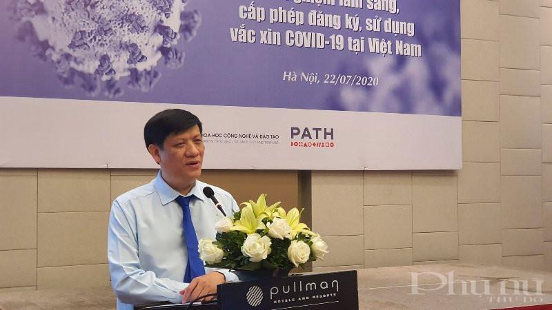 Quyền Bộ trưởng Bộ Y tế Nguyễn Thanh Long phát biểu tại hội thảo.