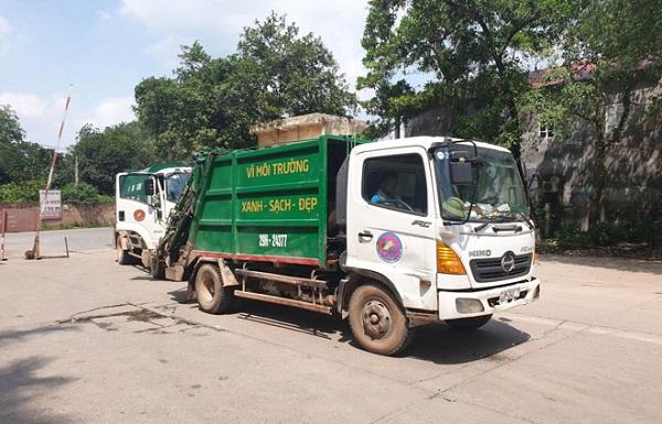 Xe chuyên chở vận chuyển rác về Khu liên hợp xử lý chất thải Sóc Sơn.