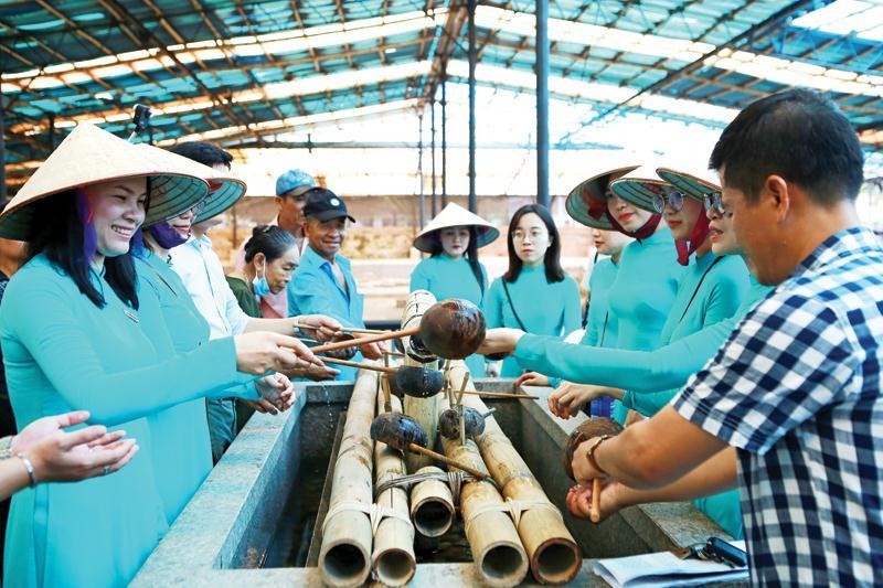 Hà Nội cần lựa chọn điểm đến nổi bật để ứng dụng công nghệ thông tin, kích cầu du lịch nội địa.