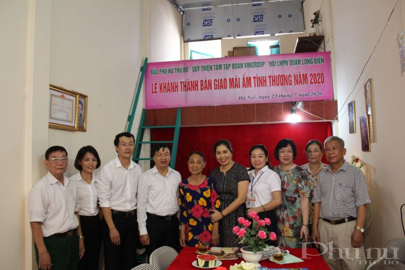 Bà Nguyễn Thị Nhâm hạnh phúc trong ngôi nhà mới