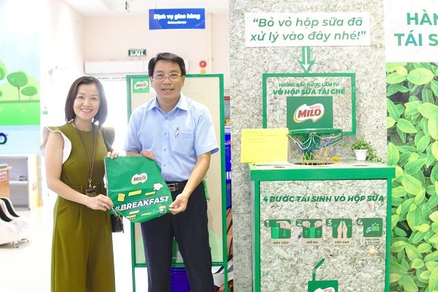 """""""Hành trình xanh tái sinh vỏ hộp sữa"""" tại hệ thống các siêu thị Sài Gòn Co.op)."""
