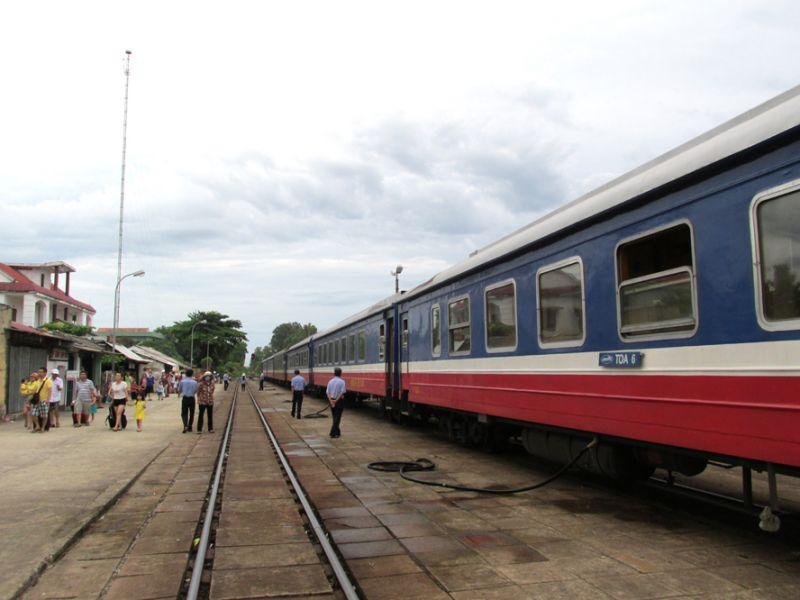 Từ ngày 28-7, trên tuyến Hà Nội - Sài Gòn hằng ngày có tổng cộng 6 đôi tàu khách Thống Nhất chạy suốt. Ảnh: Tuấn Lương.