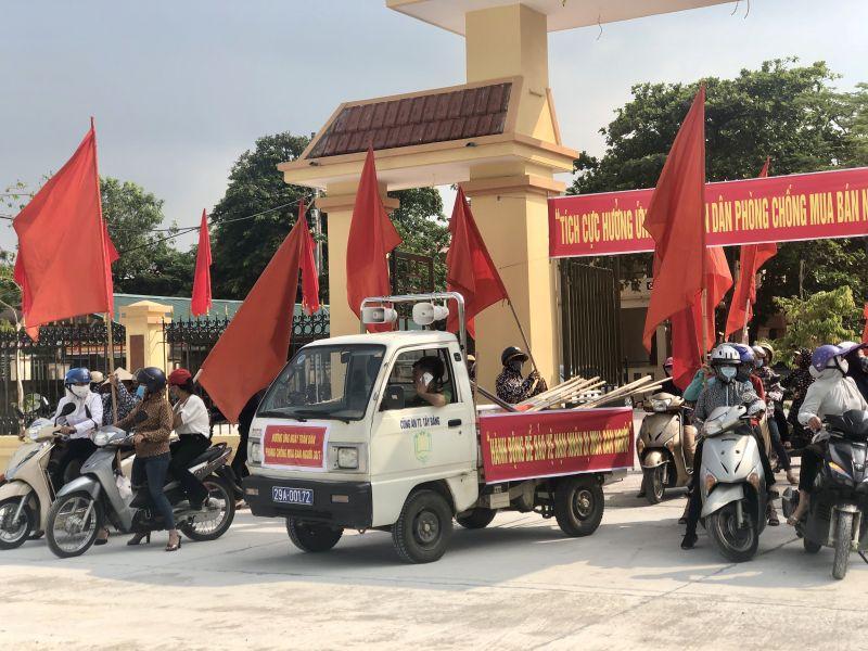 Hội viên phụ nữ xã Đông Quang tổ chức diễu hành hưởng ứng ngày Toàn dân phòng, chống mua bán người