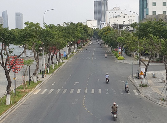 Phố phường Đà Nẵng vắng vẻ trước khi thực hiện giãn cách xã hội.