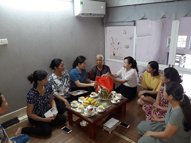 ừ ngày 20/7-27/7/2020, các cấp Hội phụ nữ Tây Hồ đã tổ chức các đoàn thăm, tặng quà Mẹ VNAH, gia đình chính sách...