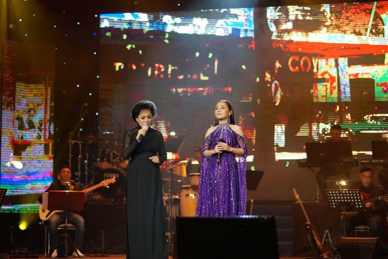 Danh ca Giao Linh - Lâm Nguyệt Ánh: Hai thế hệ, hai giọng ca hòa quyện vào nhau trong từng nốt nhạc, từng giai điệu