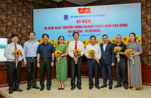 Tri ân các lãnh đạo Ban Tuyên giáo Đảng ủy Tập đoàn qua các thời kỳ.