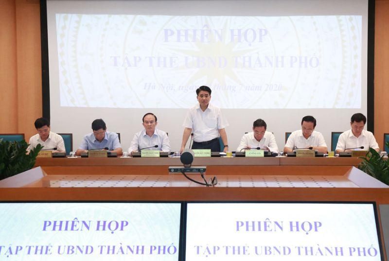 Chủ tịch UBND thành phố Hà Nội Nguyễn Đức Chung phát biểu tại phiên họp.