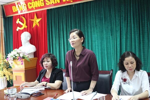 Đồng chí Trần Thị Hương - Phó Chủ tịch Hội LHPN Việt Nam phát biểu tại hội thảo.
