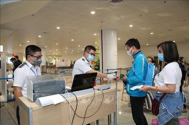 Du học sinh trở về từ nước ngoài sẽ được các cơ sở giáo dục của Việt Nam tiếp nhận.