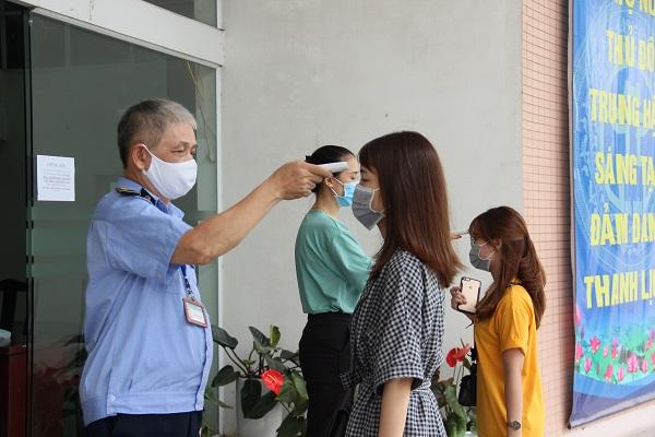 Hội LHPN Hà Nội tiến hành đo thân nhiệt mọi cán bộ, nhân viên ra vào cơ quan ngày 28/7