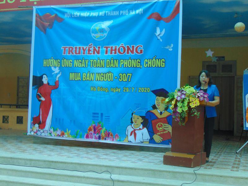 đồng chí Nguyễn Thị Thu Thủy, Phó Chủ tịch Thường trực Hội LHPN Hà Nội phát biểu.