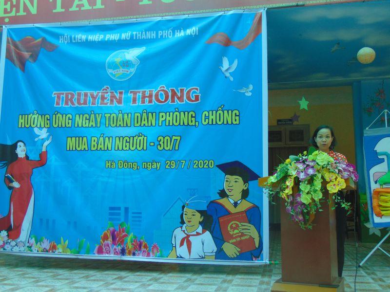 Đồng chí Lại Hà Phương, Chủ tịch Hội LHPN quận Hà Đông  tiếp thu ý kiến.