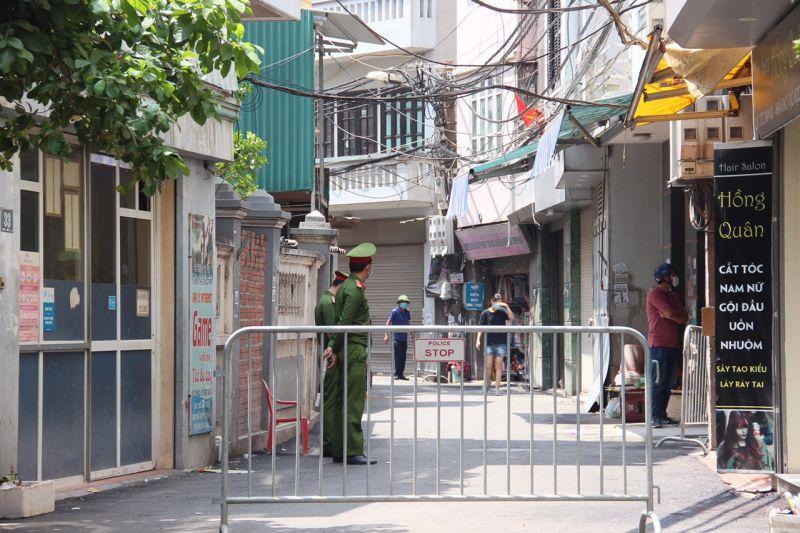 Tuyến phố Hà Nội nơi bệnh nhân nhiễm COVID -19 bị phong tỏa.