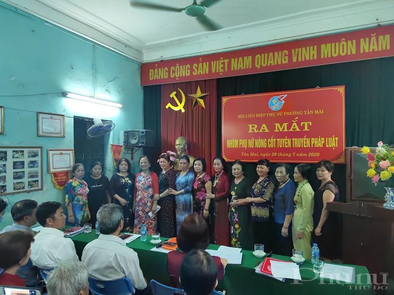 Các thành viên của nhóm ra mắt tại hội nghị