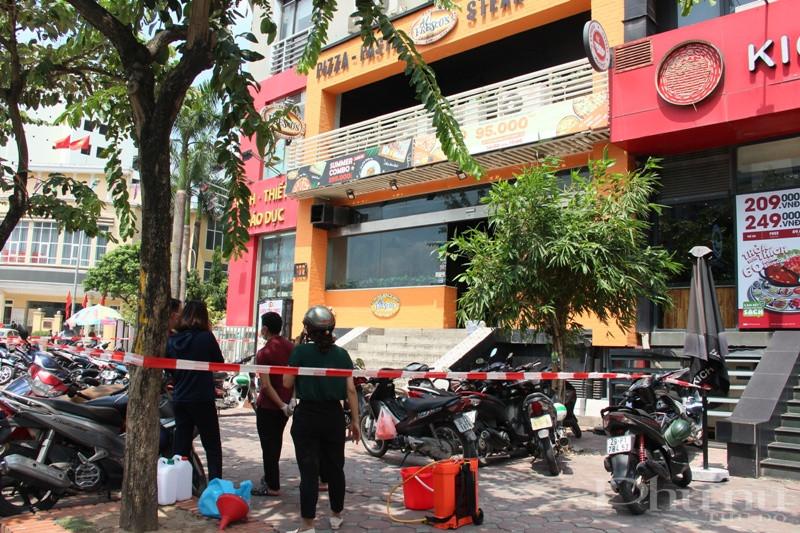 Phong tỏa tại số 106 Trần Thái Tông nơi bẹnh nhân nghi nhiễm làm việc.