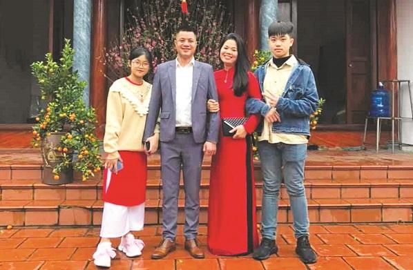 Chị Ngô Thị Thanh cùng chồng và hai con