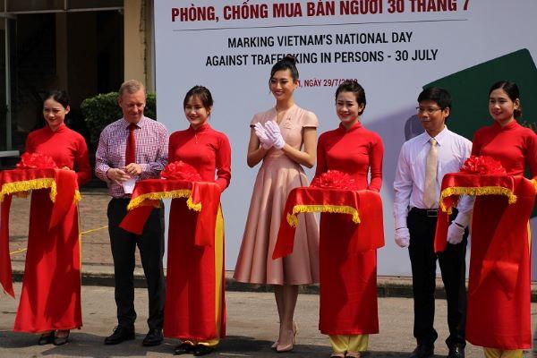 Hoa hậu Việt Nam Lương Thùy Linh tham gia  Lễ hưởng ứng Ngày toàn dân phòng, chống mua bán người 30/7