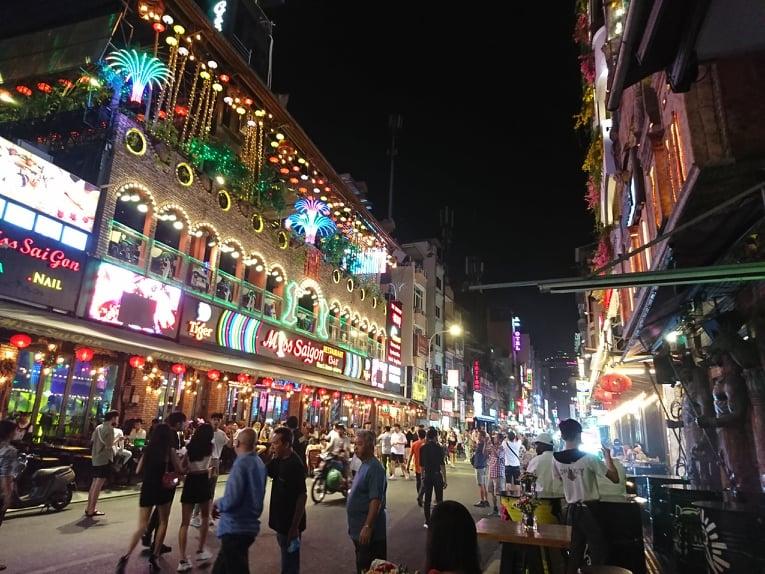 Thành phố Hồ Chí Minh tạm ngưng hoạt động các cơ sở kinh doanh dịch vụ.