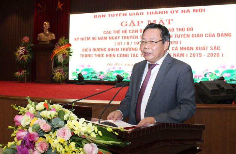 Trưởng ban Tuyên giáo Thành ủy Nguyễn Văn Phong đọc diễn văn kỷ niệm 90 năm Ngày truyền thống ngành Tuyên giáo của Đảng.