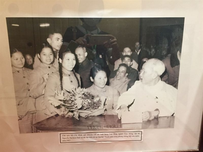 Ảnh, tư liệu thể hiện sự quan tâm sâu sắc, tình cảm yêu thương của Chủ tịch Hồ Chí Minh với thế hệ trẻ