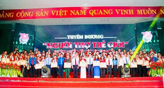 13 đkàn viên Dầu khí tại Lê Tuyên dương Người thợ trể giỏi toàn quốc.