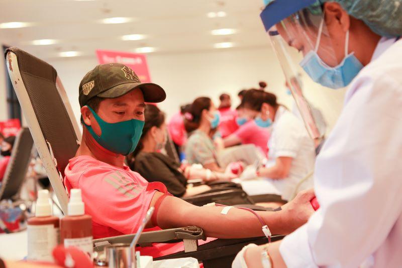Trong bối cảnh dịch Covid-19 diễn biến phức tạp, những giọt máu tình nguyện có ý nghĩa đặc biệt với người bệnh và ngành y tế.