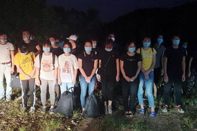 Nhóm người nhập cảnh trái phép vào Quảng Ninh bị lực lượng biên phòng bắt giữ.