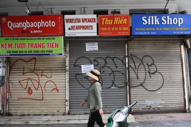 Những cửa hàng chuyên bán đồ cho du khách trên phố Hàng Gai, chụp sáng ngày 3/8. (Ảnh: Nhạc Nguyễn/Vietnam+)