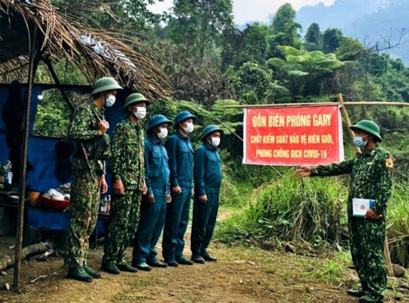 Các chiến sĩ biên phòng làm nhiệm vụ tuần tra tại các tổ chốt chặn biên giới. Ảnh: Báo Quảng Nam