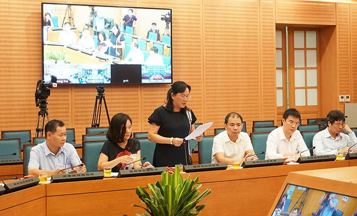 Đồng chí Nguyễn Thị Mai Hương, Phó Giám đốc Sở TT&TT thông tin tại cuộc họp
